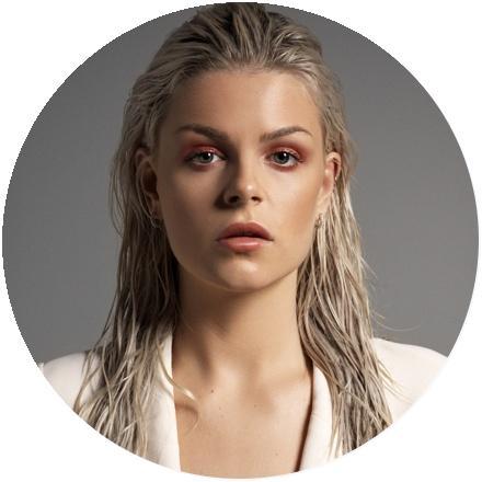 Icon Davina Michelle