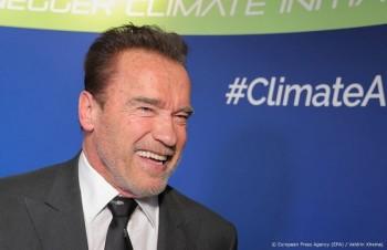 Icon Arnold Schwarzenegger blij met coronavaccinatie